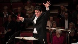Macelaru dirigiert Strawinsky