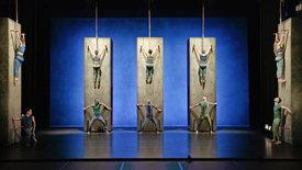 Vertikal - Mourad Merzoukis Tanz gegen die Schwerkraft