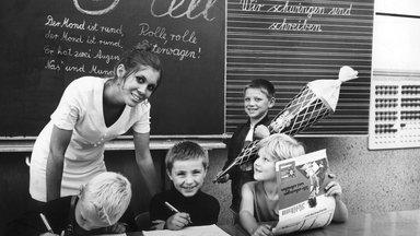 Zdf History - Kampf Im Klassenzimmer – Schulzeit In Ost Und West