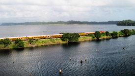 Am Kanal entlang - Eisenbahn in Panama