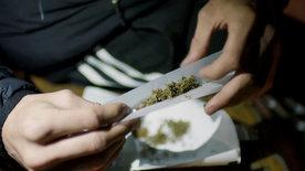 Jung und bekifft - Was Cannabis auslösen kann